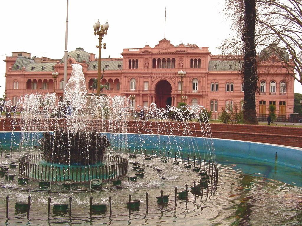 Buenos-Aires-Plaza-De-Mayo